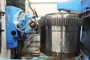 External hobbing of cylindrical gear with pumping